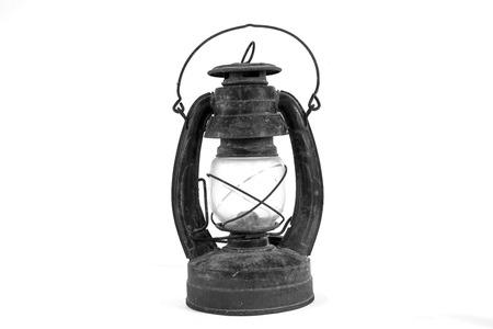 paraffine: De Paraffine lamp en Oude stoffige olielamp op witte achtergrond