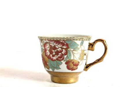 tazza di th�: Elegante antica porcellana tazza di t� e piattino su sfondo bianco