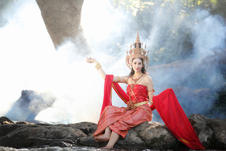 identidad cultural: woman wearing typical thai dress and identity culture of thailand
