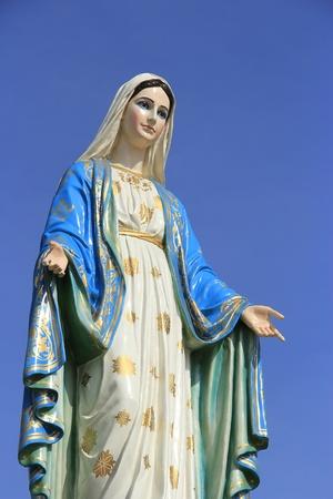 virgen maria: Estatua de la Virgen Mar�a en la provincia de Chantaburi, Tailandia Foto de archivo