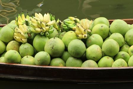 march� flottant: fruits sur le march� flottant
