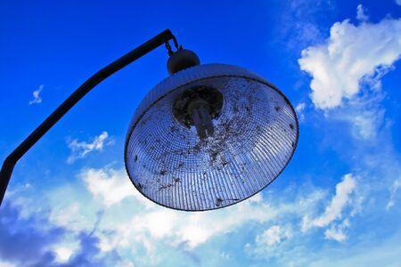 lighting fixtures: artefactos de iluminaci�n en la puesta del sol Foto de archivo