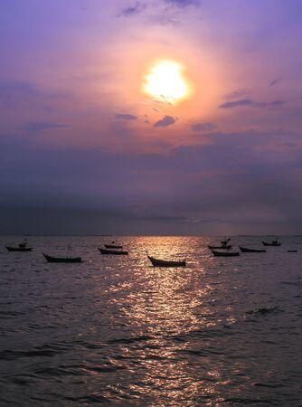 silhouette image of fishing boat at beautiful sunset  版權商用圖片