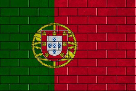 bandera de portugal: Portugal bandera pintada en una pared de ladrillo