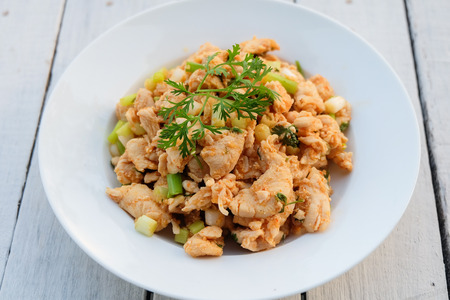 carne picada: Larb, picadillo con sabor picante, comida tailandesa