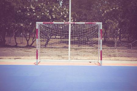 terrain de handball: but de football avec effet de filtre style vintage r�tro Banque d'images