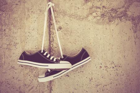 zwarte sneakers met filter effect retro vintage stijl