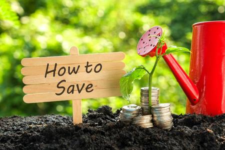 투자 개념에 대한 비용을 절감 스톡 콘텐츠