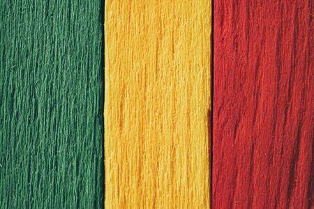 Fond bois vert, jaune, rouge vieux style vintage rétro, drapeau rasta reggae Banque d'images