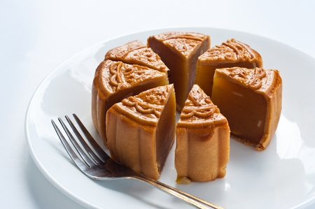 old people eating: moon cake
