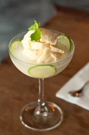 homemade style: lemon ice cream, homemade style
