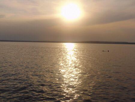 setting  sun: The last rays of the setting sun