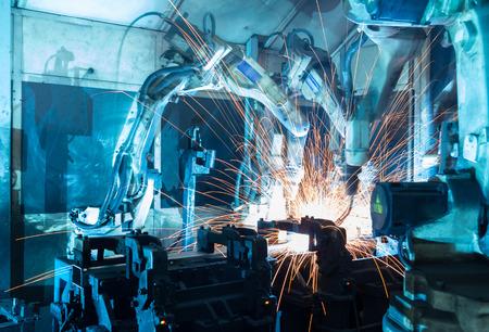 팀 용접 로봇의 움직임을 나타냅니다. 자동차 부품 산업합니다. 스톡 콘텐츠