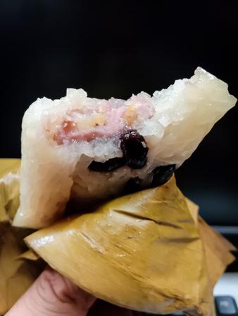Khao Tom Mud, Banana rice Wrap the banana leaves