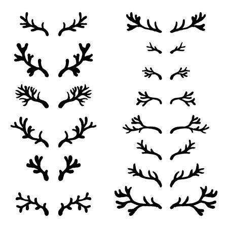 venado: Conjunto de cuernos de venado negro dibujado a mano en el fondo blanco, silueta de astas