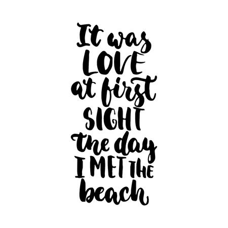 ビーチに出会った日を一目で恋 - 描かれたレタリング引用白い背景で隔離の手だった。写真オーバーレイ、グリーティング カードや t シャツ プリント、ポスターの楽しいブラシ インク碑文