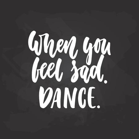 悲しいときダンス - ダンス書道引用黒い黒板背景に白色のインクで描画をレタリングします。楽しい手描き文字の碑文 写真素材 - 84632750