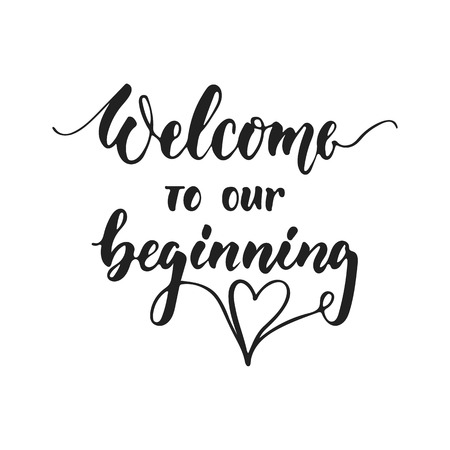 Benvenuto al nostro inizio - frase romantica dell'iscrizione di nozze disegnata a mano isolata sui precedenti bianchi. Divertente citazione di calligrafia vettoriale con inchiostro a pennello per inviti, biglietti di auguri, sovrapposizioni di foto