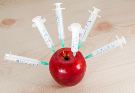 Apple in medical syringes . Introduction to fruit chemicals, nitrates.