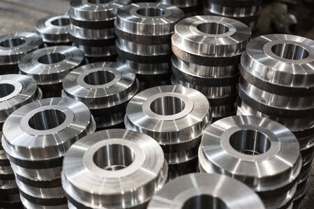 lean machine: Rollers, rollers, bushings - billet obtained on a lathe from steel and cast iron. Many of the same parts stacked in the shop machine factory. Expect further processing. Stock Photo
