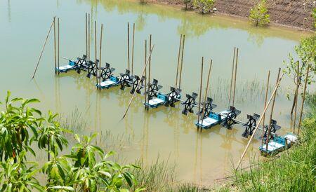 aguas residuales: Aún máquina de propaganda de aguas residuales de agua en el lago
