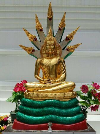 gold: Seated buddha