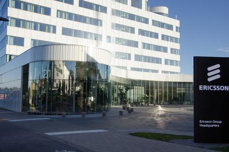 Stockholm, Zweden - 29 juni 2017. Een weergave van een van de gebouwen gebruikt door de multinationale netwerken en telecommunicatie-apparatuur en diensten bedrijf Ericsson als hun hoofdkantoor in Kista, een noordelijke voorstad naar Stockholm. Stockfoto - 85302348