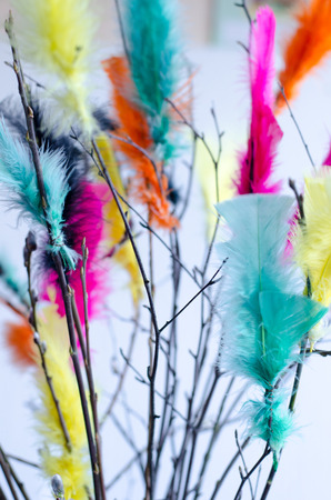 Traditional easter decoration made with twigs with colorful feathers on them Stockfoto - 120294487