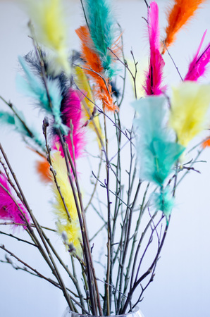 Traditional easter decoration made with twigs with colorful feathers on them Stockfoto - 120294488
