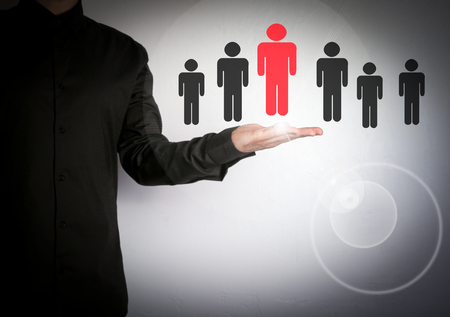 Empresario elegir el socio adecuado de muchos candidatos. Iconos de software de la nube y de la aplicación Foto de archivo - 76009373