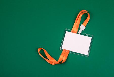 Maquette d'identité du personnel vide blanc avec lanière orange. Porte-nom, carte d'identité Banque d'images