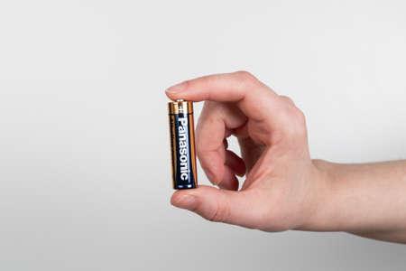 Panasonic AA battery. Panasonic is a Japanese multinational corporation 新聞圖片