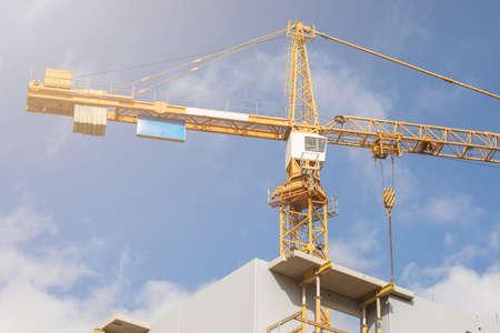 Construction crane. Construction site, high-rise buildings and development, partment house 版權商用圖片