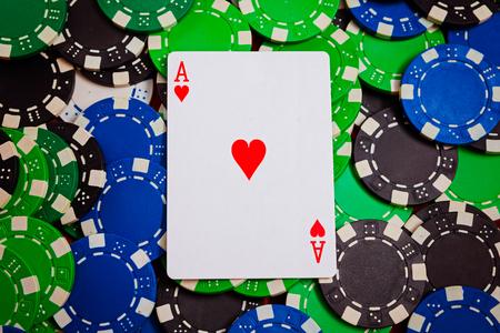 ace of worm  lay on poker chips close-up Reklamní fotografie