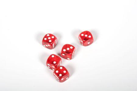 explocion: Dados de rojos y blancos sobre un fondo blanco