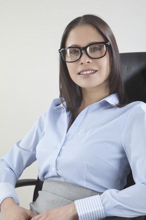 Femme d'affaires souriant, portrait