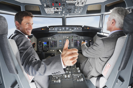 piloto: Piloto y copiloto de pilotaje del avi�n desde la cabina del avi�n