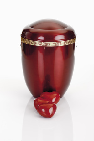 Cremation urn and hearts
