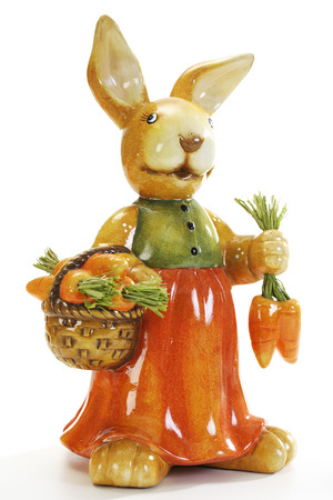 nack: Easter bunny holding carrots