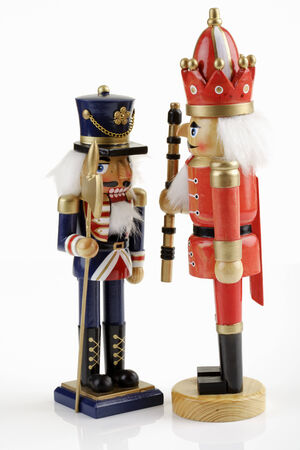 figur: Two nut crackers standing face to face