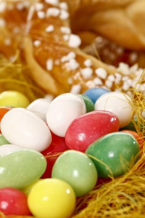levadura: Guirnalda de levadura trenzado y az�car huevos Foto de archivo