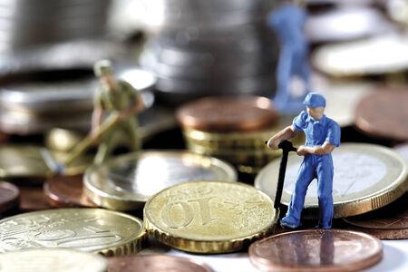 depts: Figurines digging money, close-up