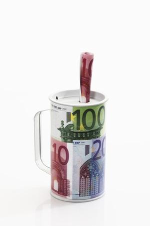 billets euro: Charit� bo�te de billets en euros, close-up