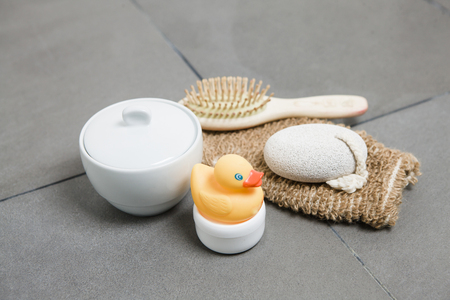 peeling rubber: Wellness, rubber duck, hairbrush, glove, pumice stone and bowl