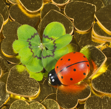 mojo: Cloverleaf and ladybird figurine on golden hearts