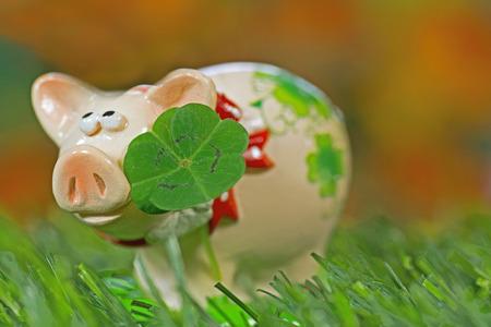 lucky charm: Lucky charm pig, figurine with cloverleaf