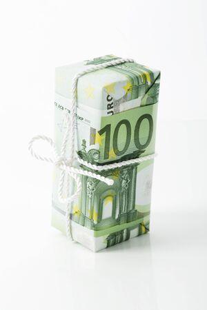 frugality: 100 Euro note, savings package