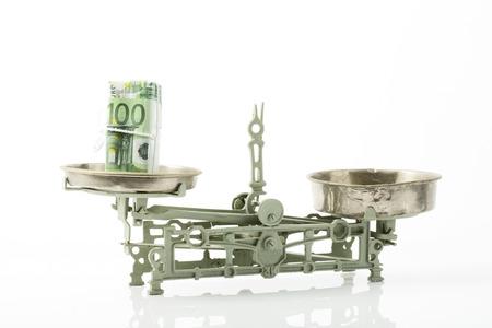 billets euro: 100 billets en euros sur des �chelles