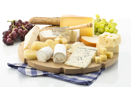 Cheese platter with different cheese and grapes Фото со стока - 37777699
