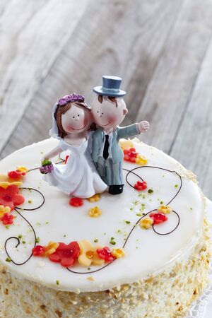 marrying: Wine cream cake, wedding cake with figurines, bride and groom